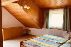 Schlafraum-Ferienwohnung-Seeseite
